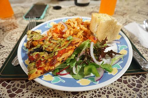dinneratMals_03